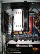 Teilbild vom CPU-Kühler, GraKa und RAM