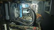 Neue Compactwasserkühlung. Nur Ein schnelles Bild, PC total eingestaubt, erst am Wochenende Zeit mal durchzuputzen.
