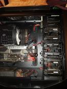 Endlich bekomem ich die 6 Platten unter. SSD ist hinten montiert.