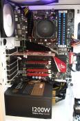 Innenleben...Muss noch neuer Kühler und ne bessere GraKa rein..dachte an HD Radeon 6970..und als CPU kühlung an CoolIT VANTAGE Advanced Liquid Cooling