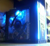 Mein jutes Stück in Blauenschein durch Front LEDs und Antec Lollylüfter :D