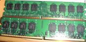 Die Rams ohne Kühlkörper (oben der MDT unten der Adata)