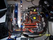 Das Board ohne Kühler und RAM, dafür irgendwelche Grakas, müssten ne HD3850 und ne HD4850 sein :D