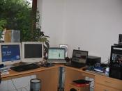 Mein Schreibtisch sammt meines NB´s und meines Pc beim einbau des neuer Hardware
