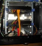 die zwei SATAII Platten im gedrehten HD Käfig - sehr praktisch!