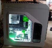 Update: PC-Kabel gesleeved und aufgeräumt.