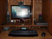 """Der """"Arbeitsplatz"""", Samsung Syncmaster T220HD,Creativ 5.1,G 15 Tastatur und Roccat Kone Maus"""