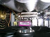 Der passive Chipsatz-Kühler...