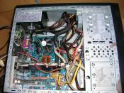 Neue Hardware im Rechner und etwas Kabelsalat.