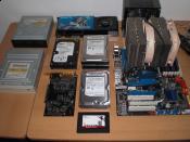 HDD/SSD, MB + CPU + KÜhler + Ram, Graka, Soundkarte, Laufwerke und NT