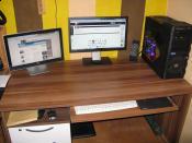 Mein Arbeitsplatz mit meinen 2 Screens, Logitech X-540 und Driving Force GT. UND natürlich immer schön aufgeräumt :)