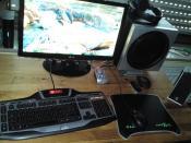 der alte Arbeitsplatz / mitlerweile - neuer Tisch/Maus/Tastatur etc.
