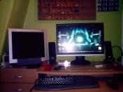 Schreibtisch mit Bildschirm(en)