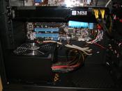 Nähere Aufnahme des Silver Power Netzteils und der GTX 260
