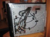 Nicht benötigte Kabel an der Rückseite