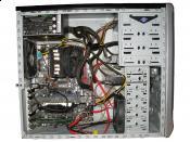 Ganz gewöhnlicher Rechner ohne Kablemanagement... ;) Das Freistellen eines Bildes muss ich noch verbessern. :/