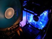 ein blauer 200er Intake-Fan in der Front,