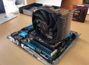 Mainboard mit CPU Kühler