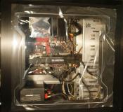 Gehäuse mit Schutzfolie und PC  Komponenten