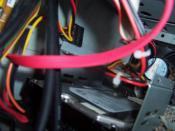 Meine Interne 300Gb Platte mit Rahmen auf dem Boden geklebt und mit Kabelbinder gesichert :D