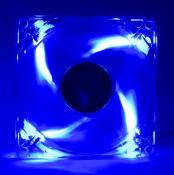Der Revoltec hält die Spannungswandler und über die Heatpipe auch den Chipsatz kühl