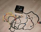 Netzteil und alle Benötigten Kabel