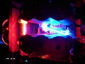 Mainboard-Beleuchtung. Noch ohne entkoppelte und gekühlte HDD oben.