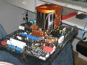 Mainboard mit CPU und Lüfter verbaut