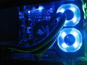 Gut zu erkennen CPU-Wasserkühlung von Corsair Hydro bzw. Ramlüfter OCZ XTC
