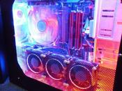 PC mit blauer und roter Beleuchtung