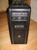 Mein PC von vorne. Gehäuse ist ein Cooler Master 690 II - Windows Edition