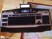 Meine beleuchtete G15 Tastatur! Ohne anständige Tastatur macht das einfache Word bis hin zum übelsten EgoShooter halt keinen Spaß!!!